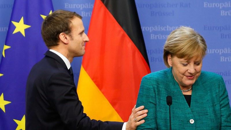 """Ao lado de Merkel, Macron diz que França """"precisa"""" da Alemanha para reformar Europa"""