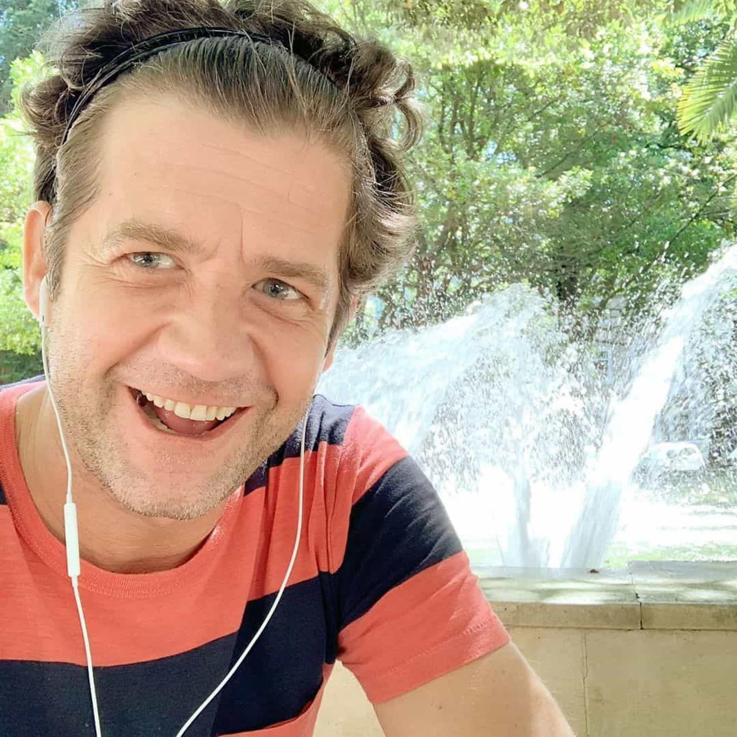 Após isolamento social, Pedro Granger corta cabelo e mostra novo look