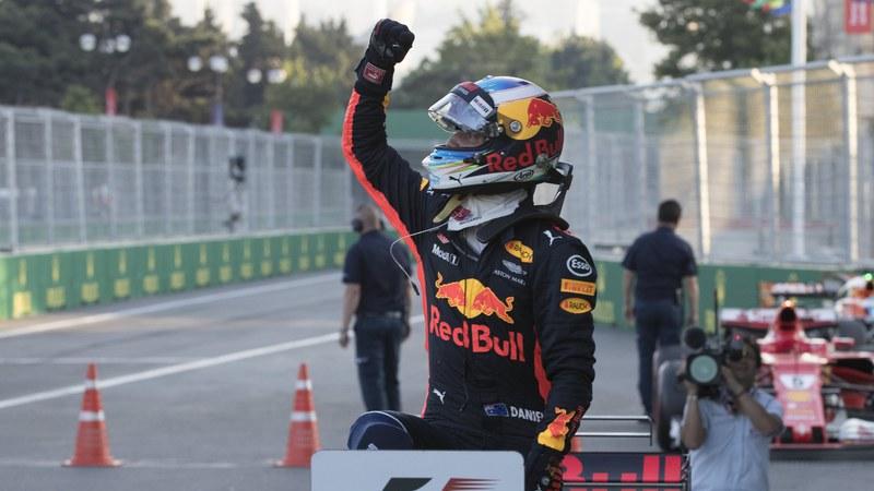 Fórmula 1: Ricciardo sobrevive ao caos no Azerbaijão e vence 1.ª corrida do ano