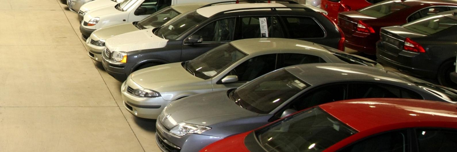 Venda de automóveis em fevereiro continua abaixo dos três últimos anos