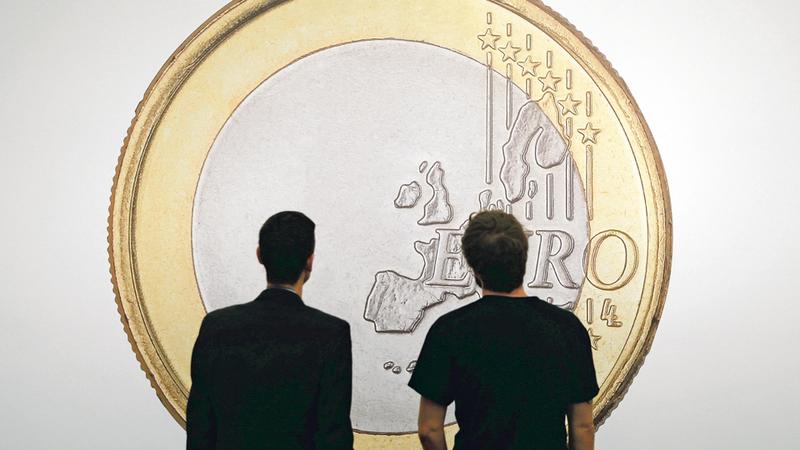 Euro sobe antes da divulgação das atas da Reserva Federal