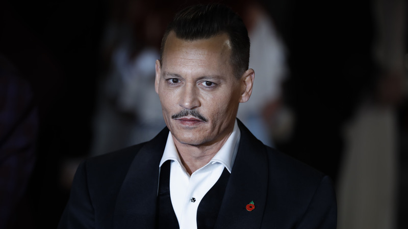 Johnny Depp dá entrevista bizarra que alarma Hollywood