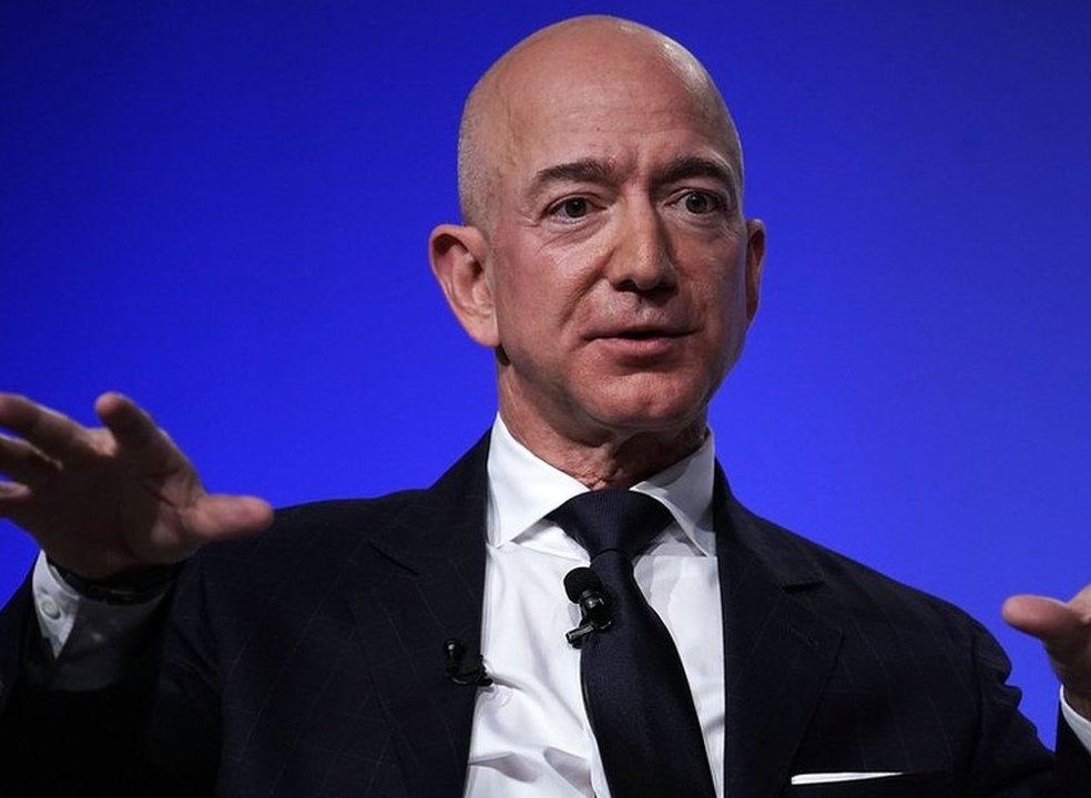 """Traição, chantagem e relações de favor: o caso que opõe Jeff Bezos, o homem mais rico do mundo, à revista de escândalos """"National Inquirer"""""""