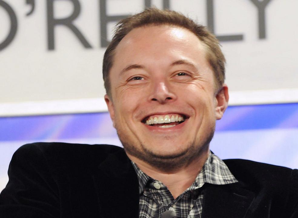 Bilionário inglês quer superar Elon Musk na construção da maior bateria do mundo