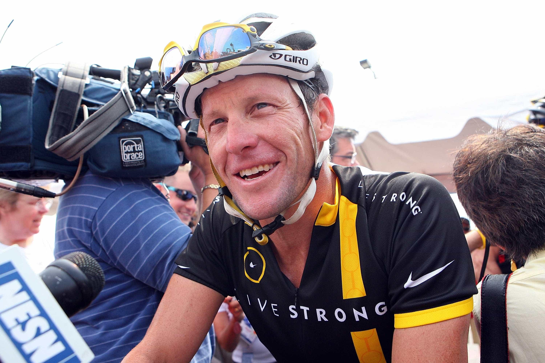 Lance Armstrong está disposto a pagar milhões para ver o seu nome limpo
