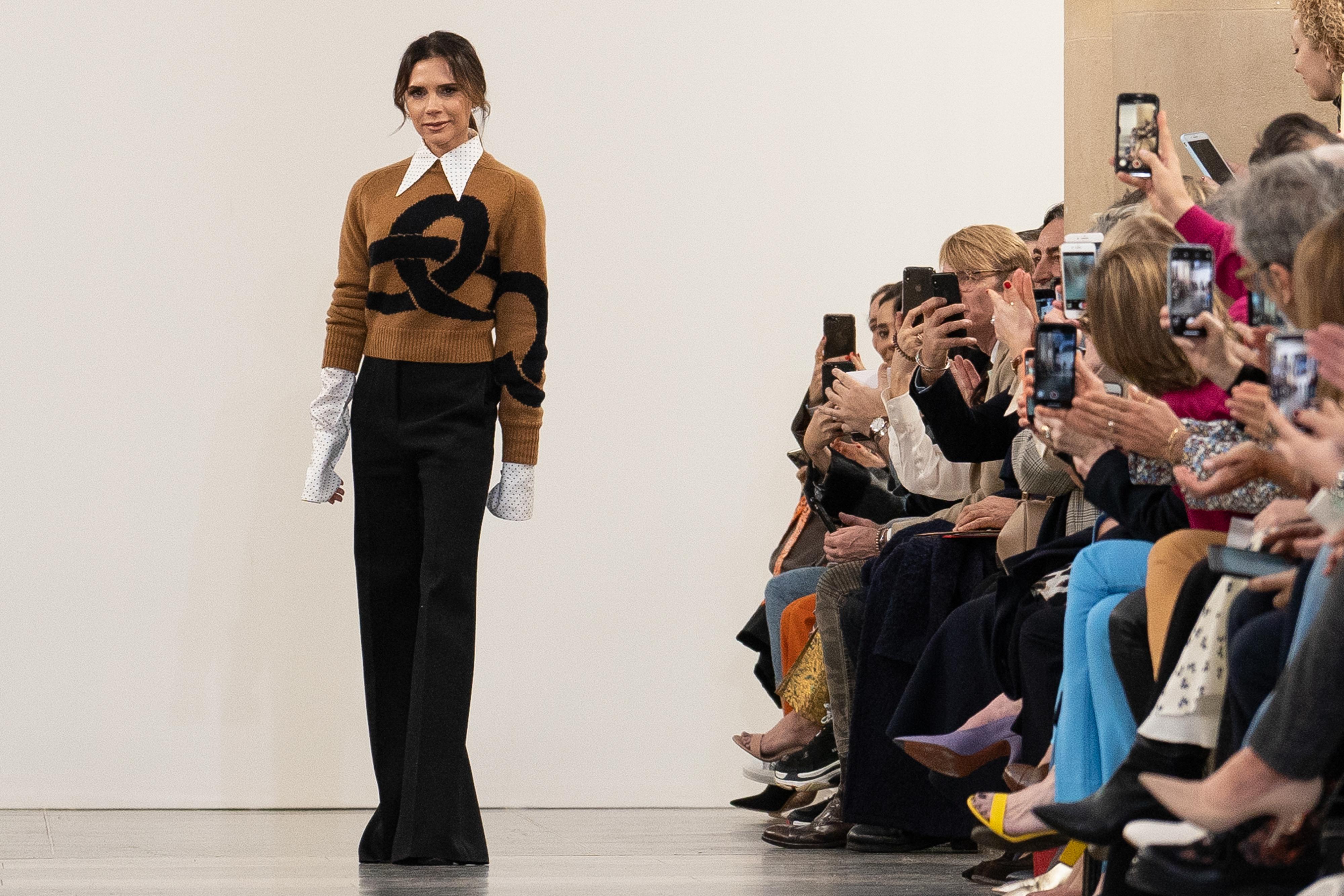 Victoria Beckham apresenta coleção para mulheres modernas