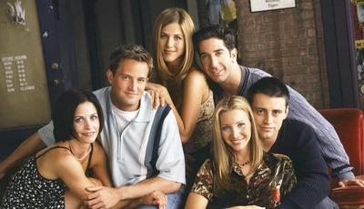 """É oficial: """"Friends"""" vão voltar a juntar o grupo num especial da HBO"""