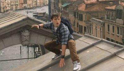 """Divulgado trailer do novo """"Homem-Aranha"""": Jake Gyllenhaal estraga férias do herói"""