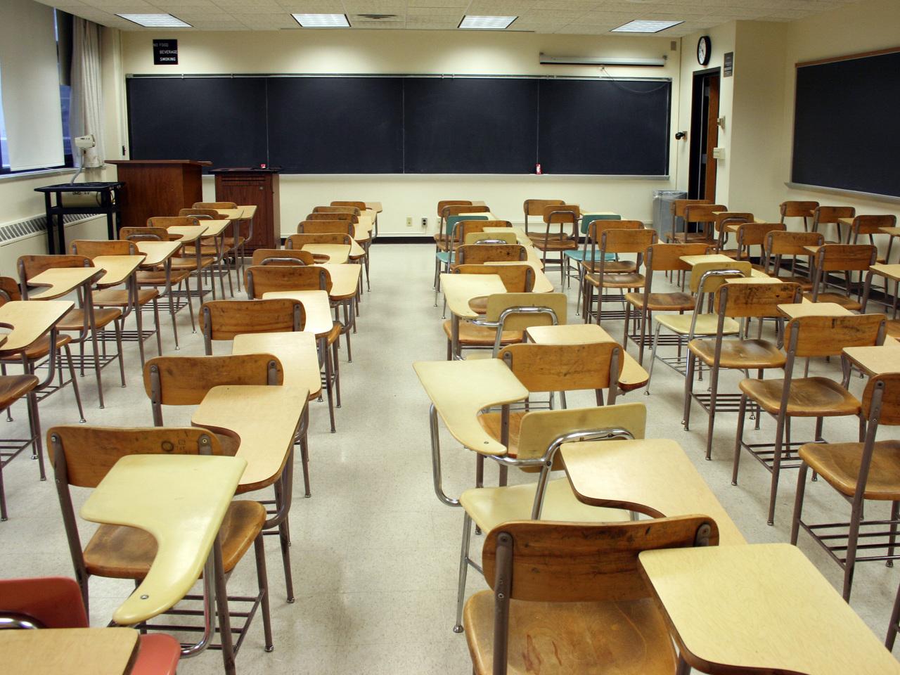 Sindicato defende que governo pague deslocações de professores e funcionários escolares obrigados a trabalhar durante a pandemia