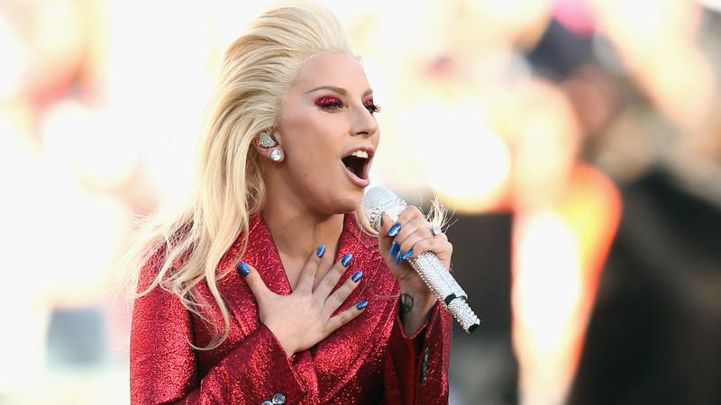Sem pudores, Lady Gaga mostra os seios no seu novo documentário