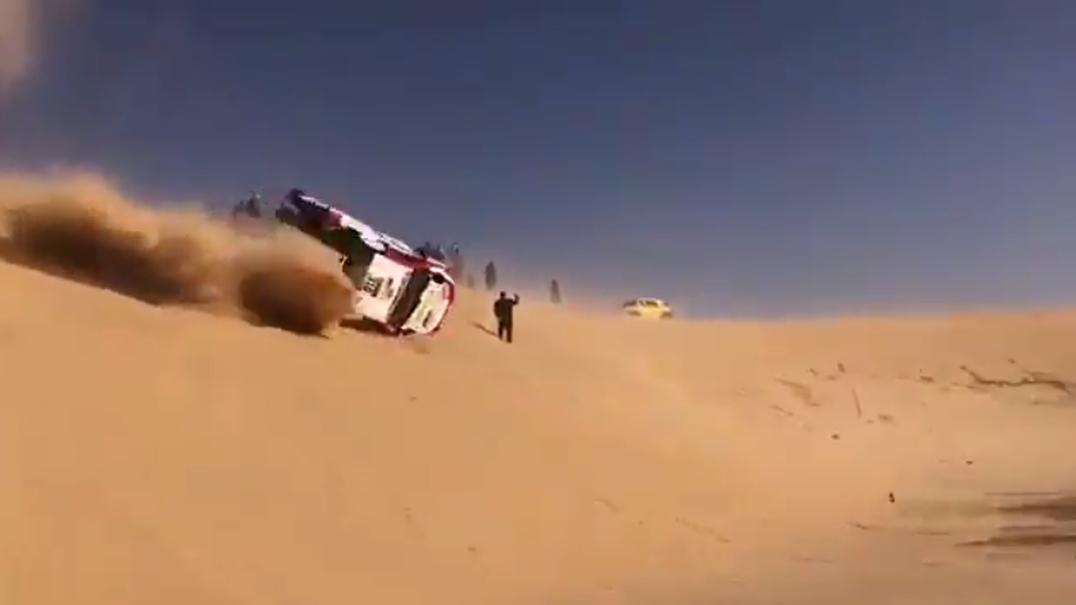 Alonso protagoniza acidente aparatoso. Dá três cambalhotas e... segue