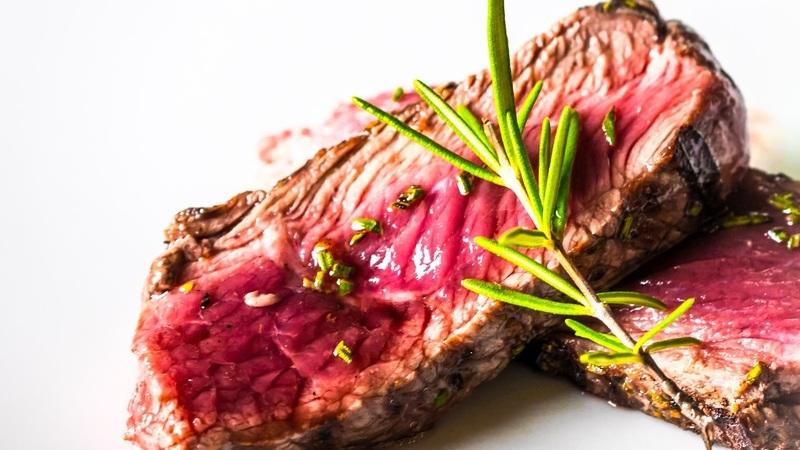 Sente a barriga inchada? Saiba quanto demora a digerir estes 15 alimentos