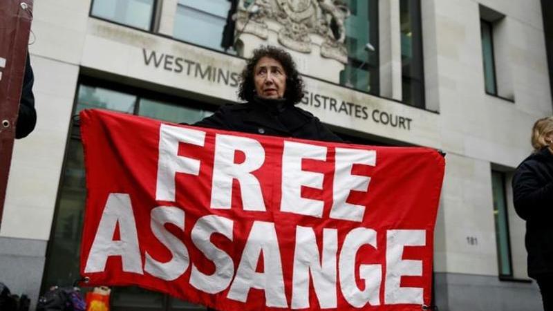 Trump terá oferecido perdão a Assange mas pôs a Rússia ao barulho