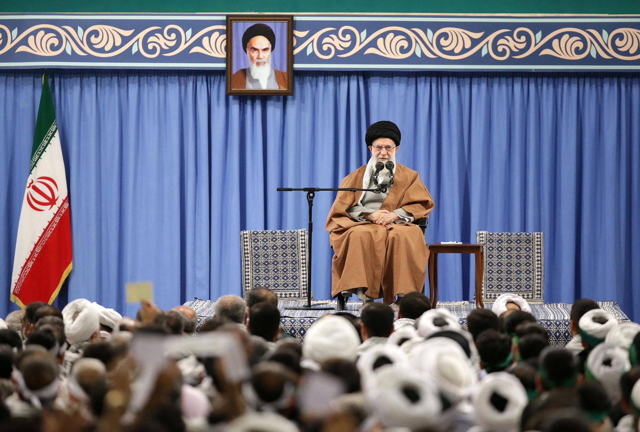 Líder Supremo do Irão aprova medidas para pacificar contestação