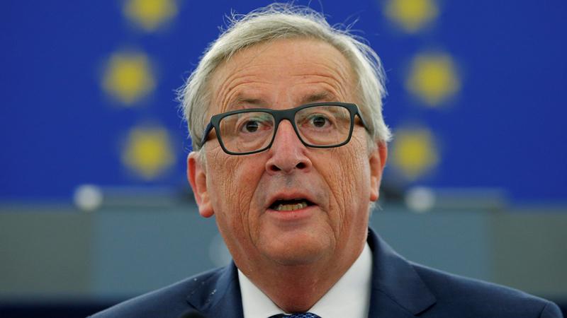 Bizarro gesto de Juncker gera polémica na Comissão Europeia
