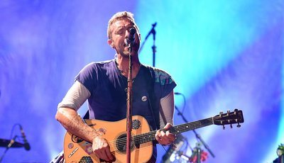 "Chris Martin dos Coldplay confessa que ""era muito homofóbico"" porque ""pensava que era gay"""
