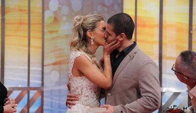 """Emoção em """"Você na TV"""": Pedido de casamento em direto no programa da TVI"""