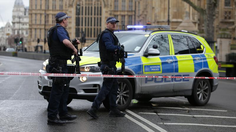 Polícia britânica prende homem no centro de Londres