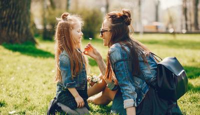 Como ser uma boa mãe para a sua filha e não a melhor amiga dela