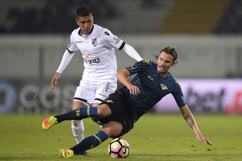 V. Guimarães vence Moreirense e sobe a quarto