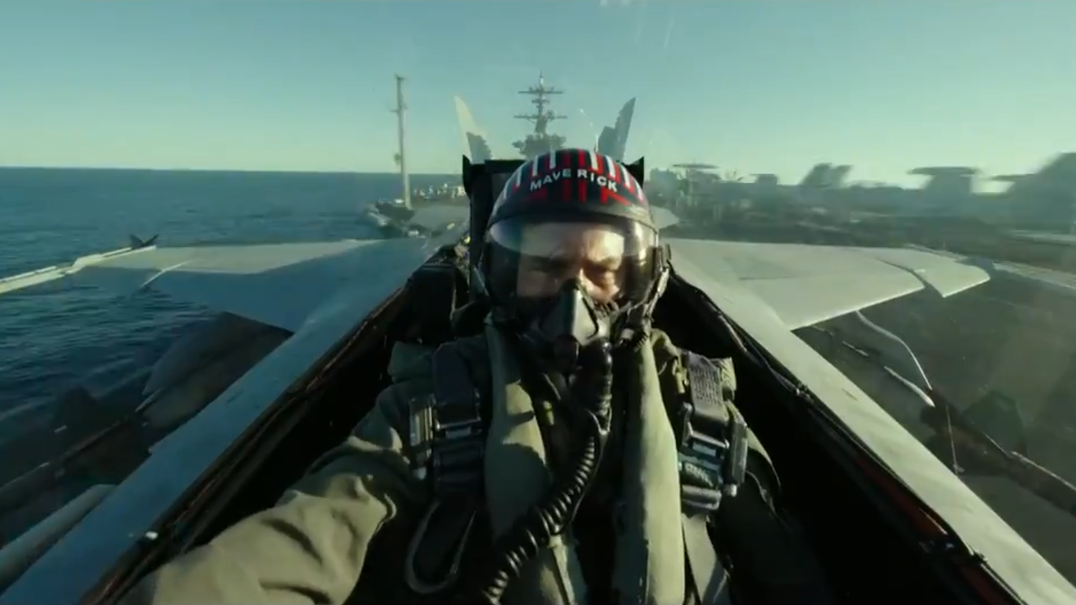 "Tom Cruise aparece de surpresa na Comic-Con: revelado o primeiro trailer do novo ""Top Gun"""
