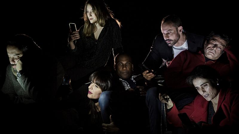 """E se as suas SMS fossem partilhadas? Depois do cinema, """"Amigos, Amigos, Telemóveis à Parte"""" inspira peça em Lisboa"""