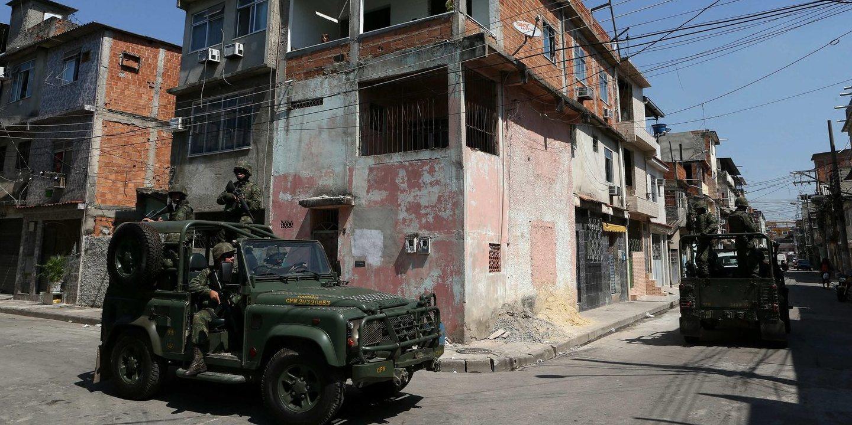 """""""Eu não gosto de helicóptero porque tem tiro e as pessoas morrem"""". No Rio de Janeiro o terror também vem do céu"""