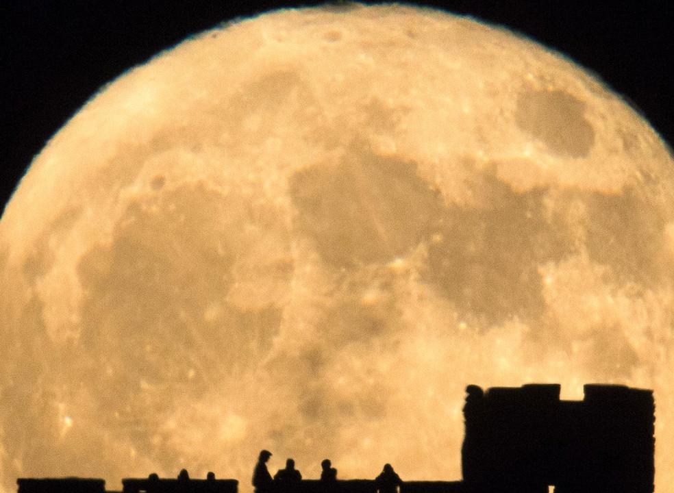 Hoje é dia de Super Lua e é a maior do ano