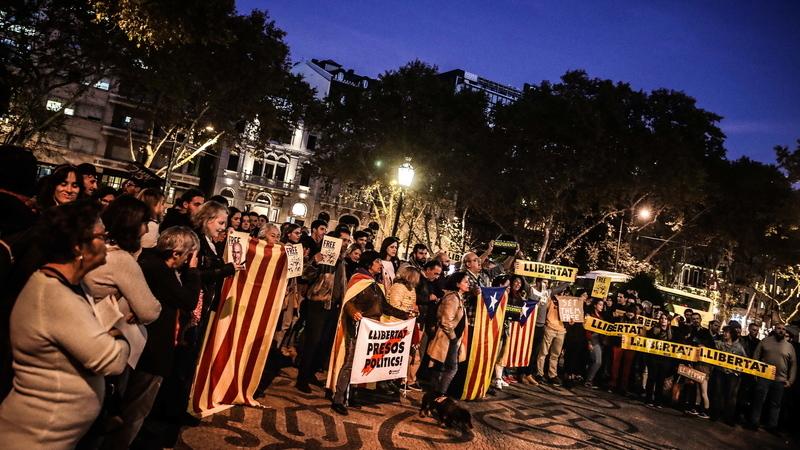 Catalunha: Uma centena de pessoas protesta em Lisboa contra prisão de independentistas