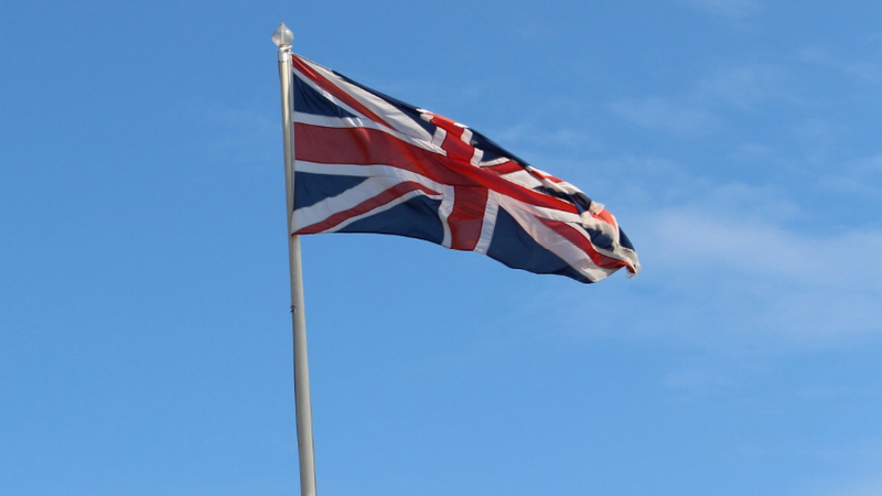 Membro do governo britânico demite-se devido a deslocações de Dominic Cummings