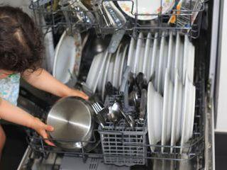 Saiba quais são os benefícios de lavar a loiça na máquina