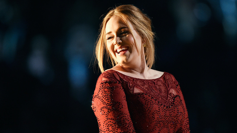 """Hello, it's me"": Adele anuncia data de lançamento do novo ábum"