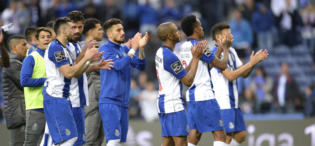 FC Porto vence clássico com o Sporting, mas vê o título ir por Luz abaixo