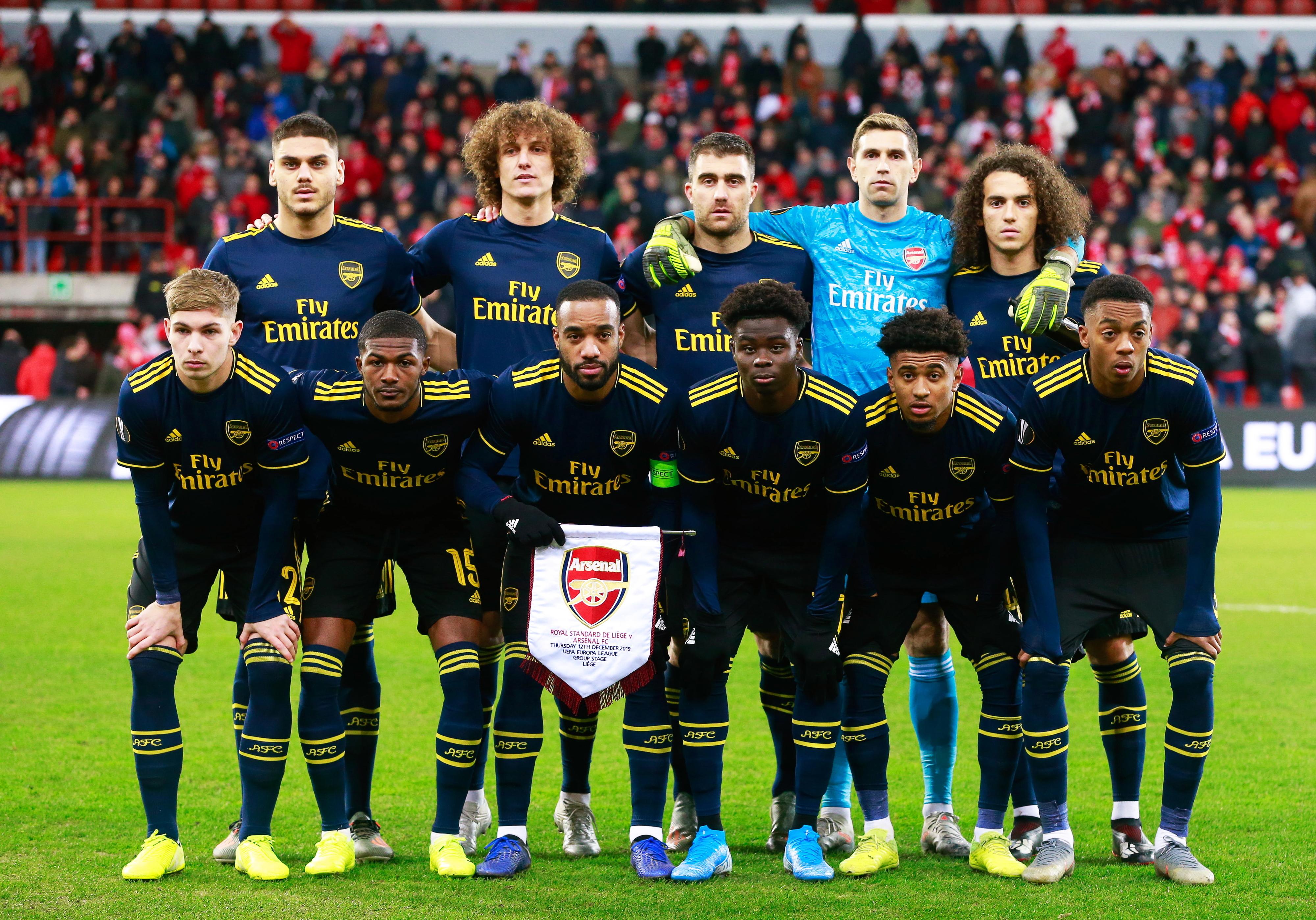 Jogadores e treinadores do Arsenal doam um dia de salário para ações solidárias