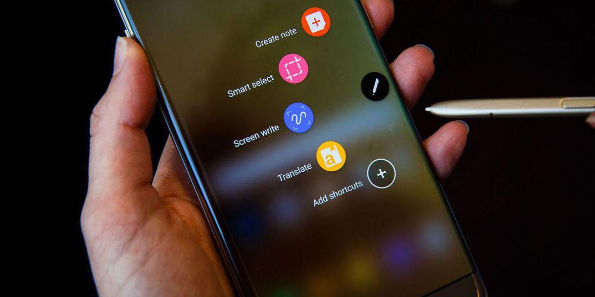 """Samsung quer dar o """"golpe final"""" nas molduras dos smartphones"""