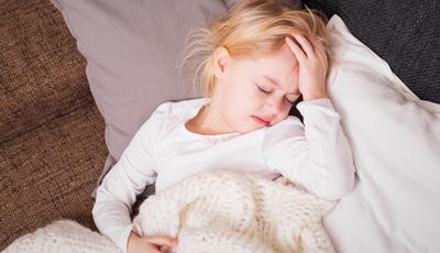 Enxaquecas infantis. Saiba por que deve estar atento às dores de cabeça do seu filho