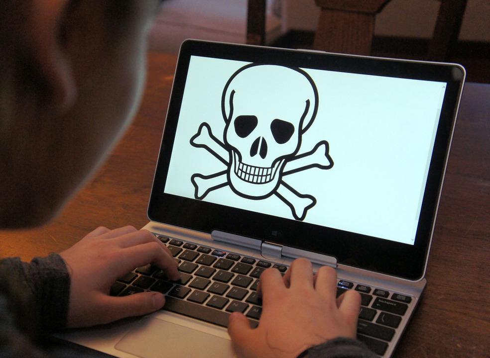 YouTube e Facebook são as plataformas que mais expõem os jovens a conteúdos violentos e de sexo