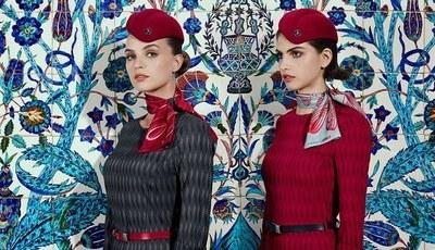 Turkish Airlines revela os novos uniformes de tripulantes de cabine que remontam aos anos 50