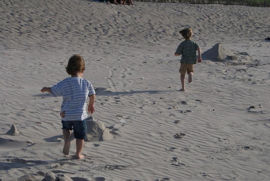 5 brincadeiras da infância dos pais e que as crianças devem experimentar