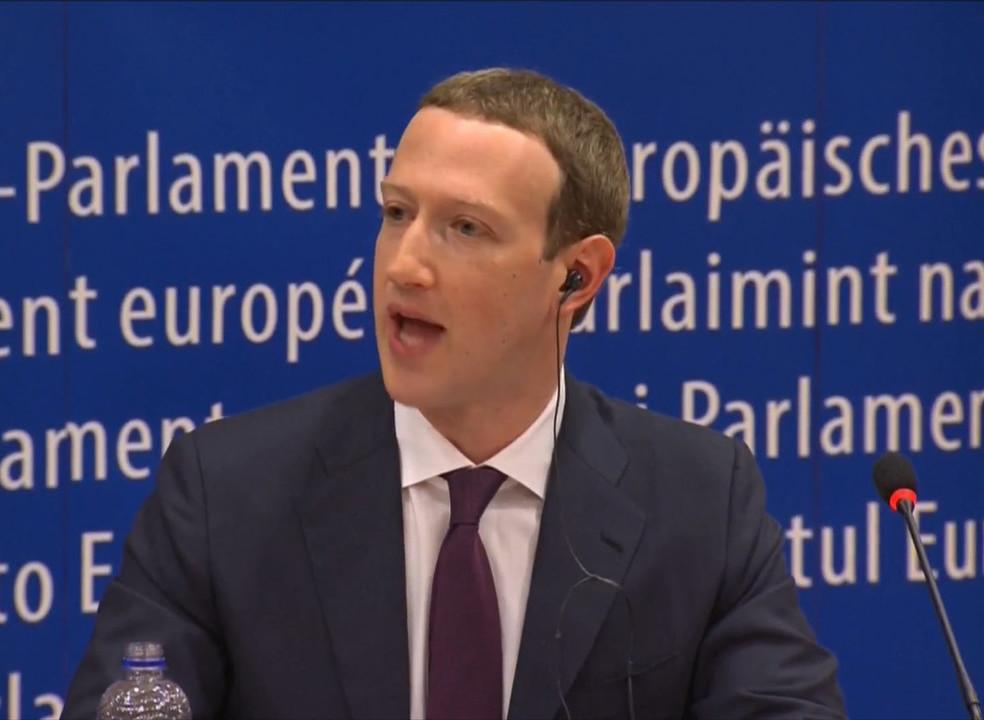 Mark Zuckerberg volta a pedir desculpas... desta vez aos europeus. Mas os eurodeputados não ficaram contentes
