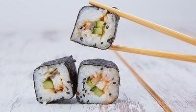 Ao sushi não lhe falta sal e açúcar. Quantas peças podemos comer?