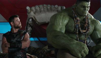 """""""Thor: Ragnarok"""" arrasa a concorrência nas bilheteiras"""