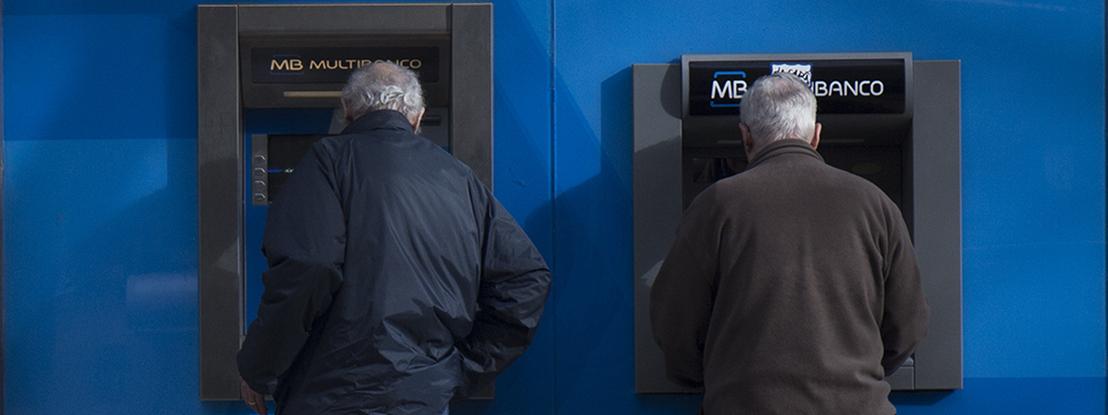 Sondagem Aximage/JE: Maioria esmagadora a favor de limites nas comissões bancárias