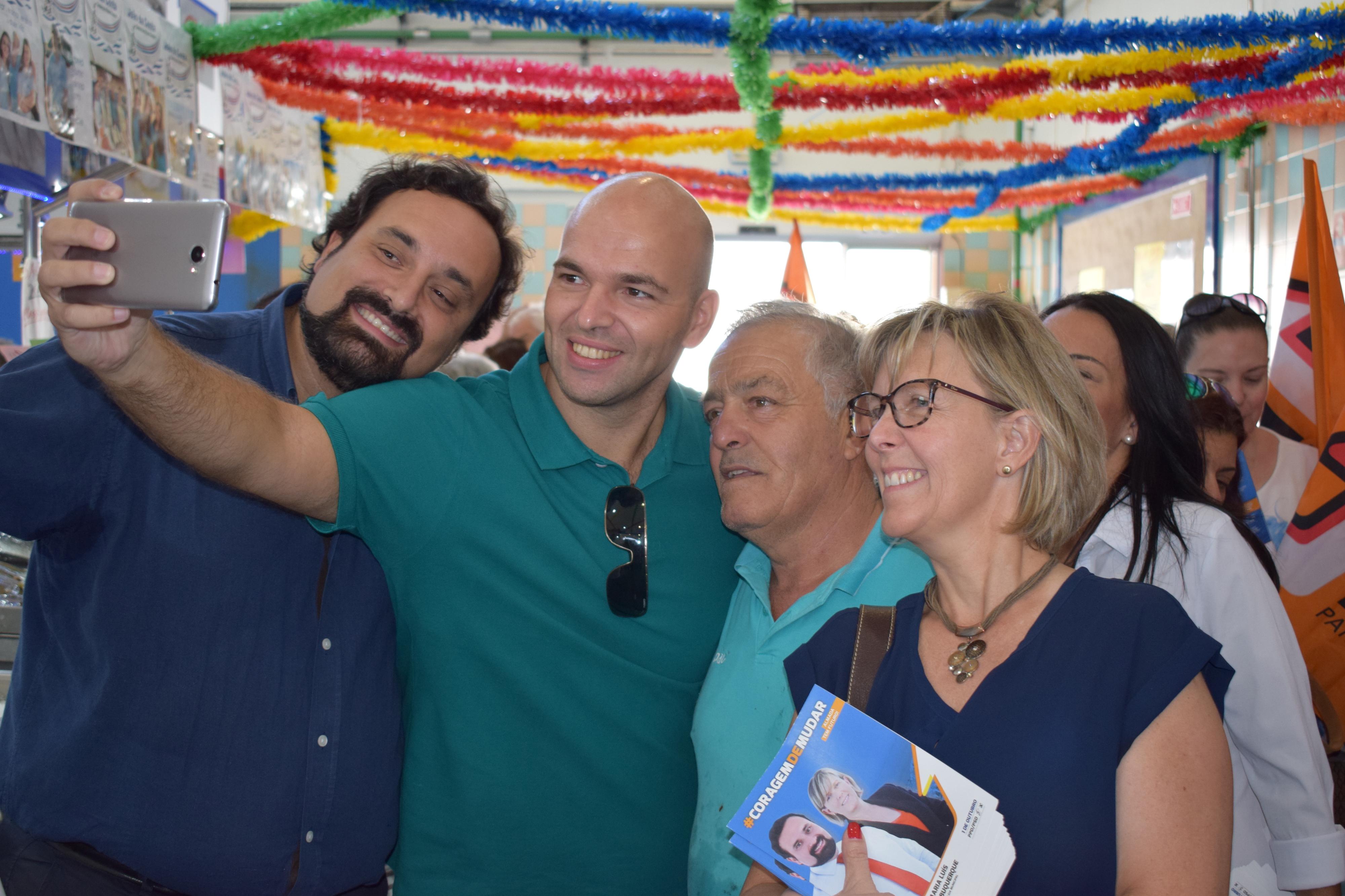 """Maria Luís Albuquerque: """"Há muita gente que mora em Almada e não conhece tantos problemas como eu"""""""