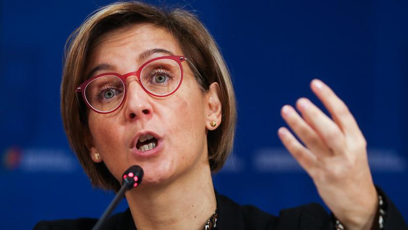 Ministra da Saúde exorta ordens a revelarem número de profissionais que emigram
