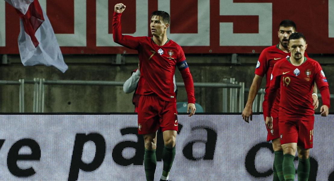 6-0. Ronaldo cala críticos com hat-trick e Portugal esmaga a Lituânia