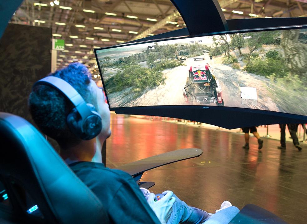 Samsung expande linha de monitores curvos com modelos mais acessíveis