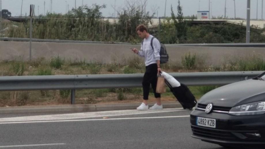 Preso nos protestos em Barcelona, Rakitic teve de caminhar do aeroporto até casa