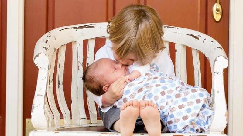 Vem aí um irmãozinho. Como ajudar o seu filho a aceitar a chegada do novo bebé