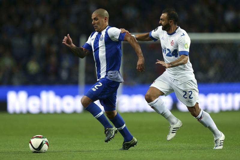Maxi Pereira convocado para Leicester